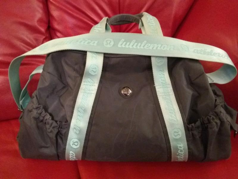 d8b23b81f80e Lululemon Athletica Duffle Gym Bag