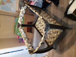 Safety 1st play yard/bassinet /change table