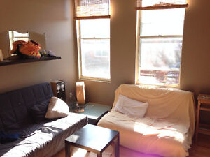 Mile End - Room with balcony in huge sunny apartment