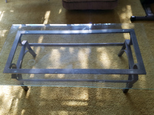 Moving sale - dinner set, coffee table and keyboard