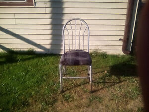 LOOKING FOR 4 Chairs like the one in picture