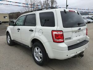 2010 FORD ESCAPE XLT * LEATHER * POWER GROUP * EXTRA CLEAN London Ontario image 4