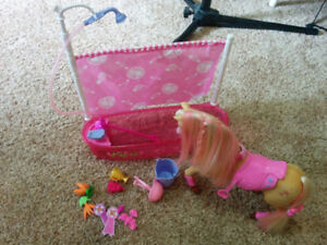 Barbie horse washing set, like new condition, $15