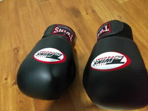 Twins Special 12OZ boxing gloves, brand new. 50$