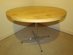 42 Inch Round Pedestal Table For Sale