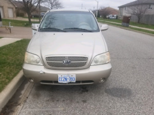 Kia Sedona 2005 LX LOW KM'S NEED GONE ASAP GOOD FOR FAMILIES.