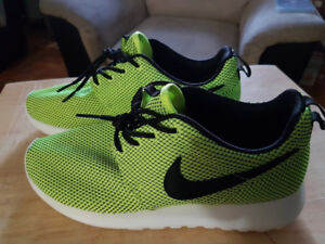 Selling a Pair of Volt Green Wmns NIKE Roshe Run Sz 7 for $45