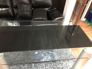 Tableau de cuisine en vitre et chaise en cuir