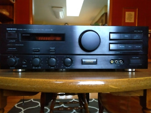 ONKYO vintage stereo amplifier (A-RV400)