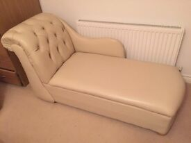Compact chaise longue