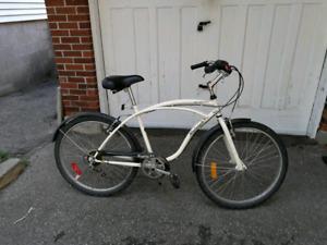 "Raleigh Safari comfort/cruiser bike, 18"" frame, 26"" wheels"