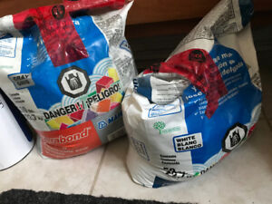 Free grout: Grey Kerabond and White Kerabond-T