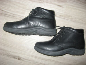 "P W Minor ""Tribeca"" Boots  Size 5  (2W)"