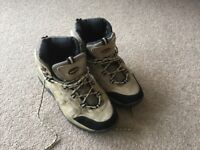 Mens size 9 hiking boots - worn once