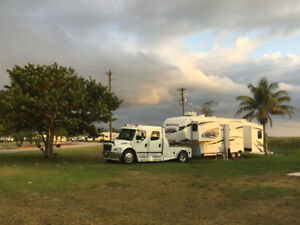 05 FREIGHTLINER SPORTCHASSIS & 09 MONTANA 3400RL FIFTH WHEEL