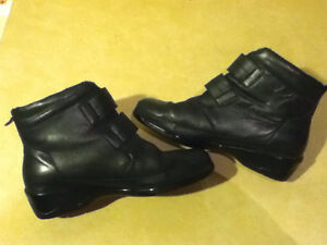 Women's Comfort Leather Shoes Size 9 London Ontario image 5