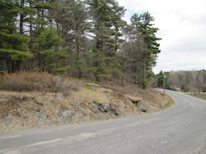 5.5 acres 3 minutes south of Parry Sound
