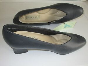 Leather ladies shoes, navy blue.