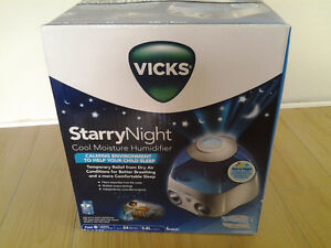 Vicks StarryNight Cool Moisture Humidifier (NEW)