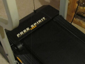 SEARS FREESPIRIT PERFORMANCE TREADMILL