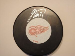 TOMAS TATAR Detroit Red Wings Autographed Puck With COA