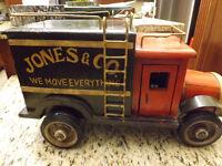 Antique Toy Moving Truck / Jouet camion de déménagement 1960's