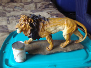 HARD RESIN LION FIGURE (LARGE)