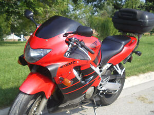 CBR 600 F4 - Certified, perfect conditions and several parts Stratford Kitchener Area image 1