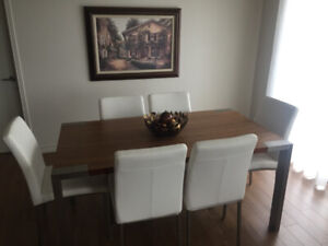 Magnifique table de cuisine et 6 chaises acheté chez Domon