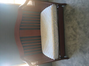 Crib/Toddler bed, mattress included