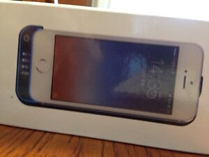 Charging Case for the IPhone 5 and 5S London Ontario image 2