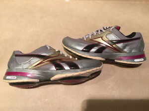 Women's Reebok Easy Tone Smooth Fit Shoes Size 6.5 London Ontario image 4