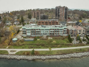 GORGEOUS PORTAGE PLACE WITH PANORAMIC VIEWS OF BAY!