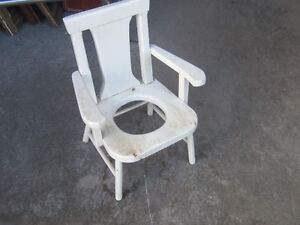 CIRCA 1930s SOLID WOOD CHILDS POTTY CHAIR $20 PROP YARD DECOR