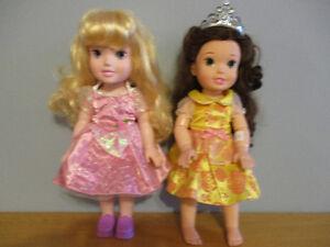 2  Poupées    Princesse  De   37CM  $8Chaque