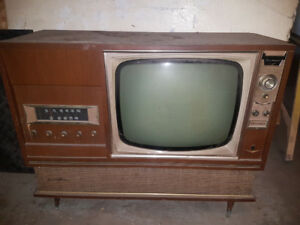 Vintage FLEETWOOD television 1955 very rare find.
