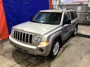 2010 Jeep PATRIOT -LEATHER-SEATS-2.4L 4 CYL-- Automatic