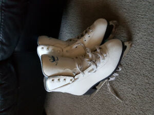 Womens figure skates size 7