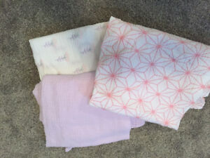 Set of 3 swaddle blankets