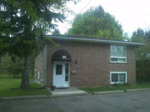 STUDENT ROOMS FOR RENT 3 MINUTES TO CONESTOGA COLLEGE