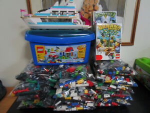 LARGE LOT of CLEAN Small 100% LEGO & BIONICLES & MORE