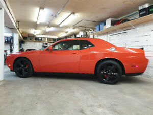 2009 Dodge Challenger SRT8 6.1 Hemi Orange 6spd 32,454 KM .