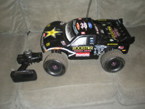 HPI Hellfire 1/8 Nitro With short course body
