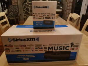 Sirius XM Boombox and Stratus 7 with 1 year subscription incl