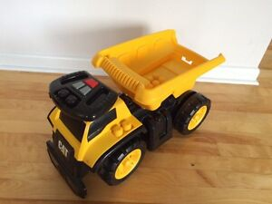 Ride on CAT truck. Great condition. Gatineau Ottawa / Gatineau Area image 3