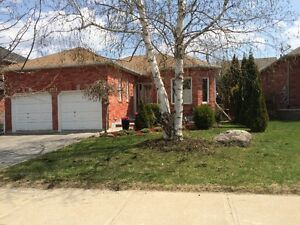 Spacious Detached Bungalow HOUSE for rent in Alliston $1600