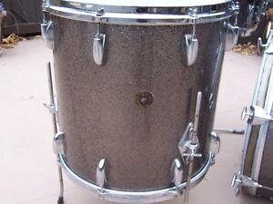 Vintage Gretsch round badge drumset