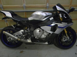 2015 R1M ONLY 7480KMS SPOTLESS, $800 auto blip clutchless shifti