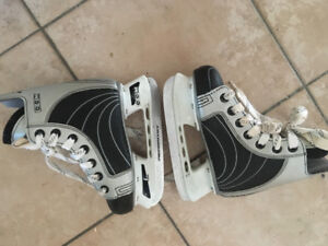 LIKE NEW! YOUTH SKATES Heated Performance CCM J11