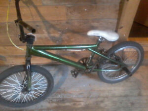 Norco bmx with pegs/ has scratches on frame 50$